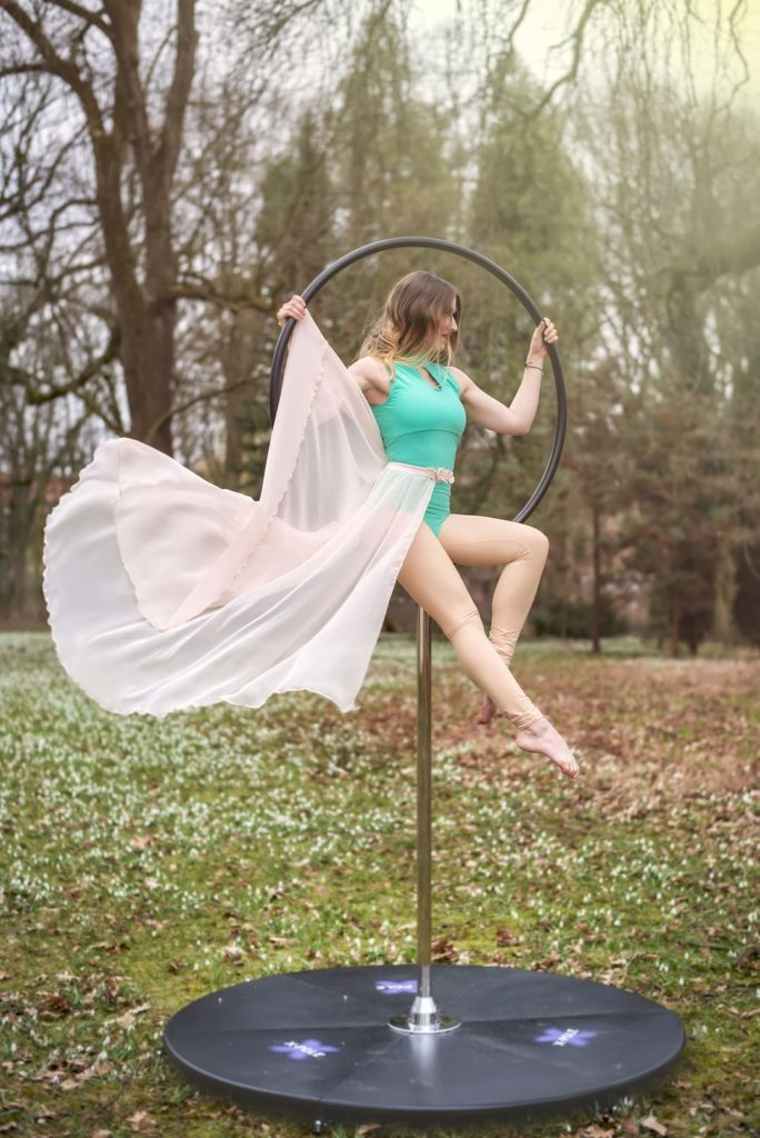 Circus pole dance uvod webu